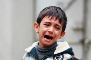 child cry-594519_1280