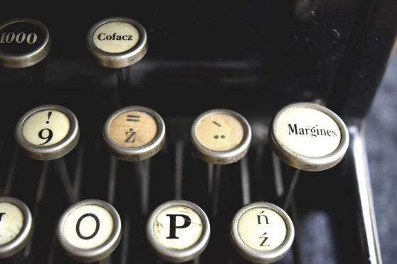 typewriter-932742_1280