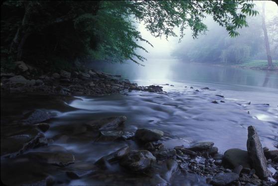 flowing-water-1032157_1920