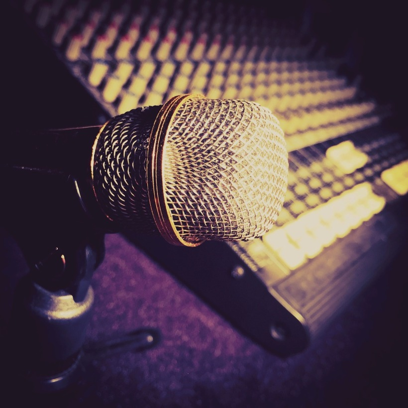microphone-2045919_1280